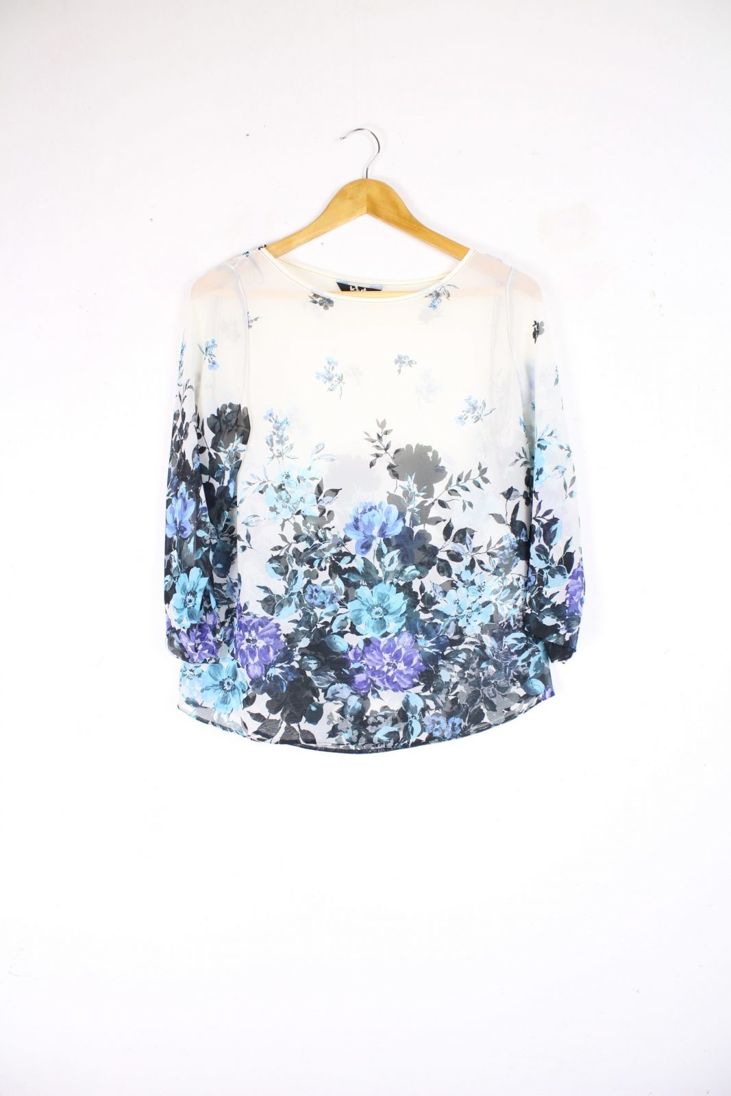 Second-hand Clothing - Women, Tops & Shirts